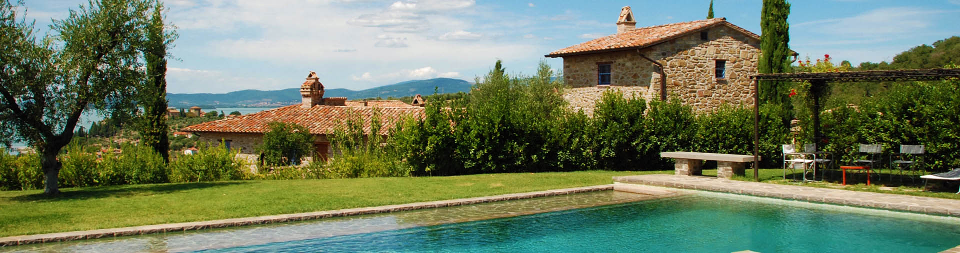 Villa Spaccasassi, Umbria|Bring back the welfare among the landscape of Umbria with this beautiful villa feature in the green