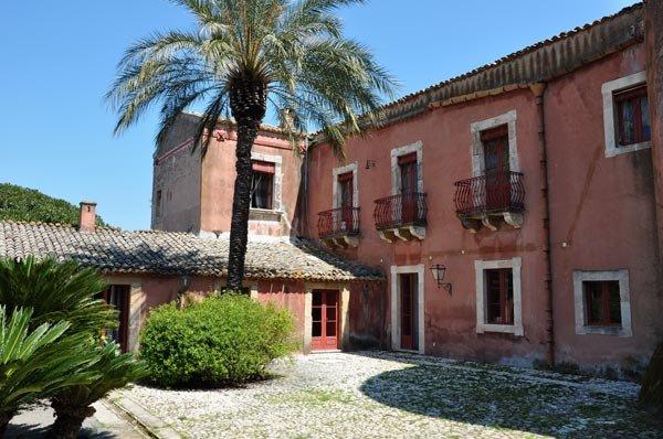 Villa dei marchesi italia ville in sicilia for 2 piani di casa storia con maestro al piano principale